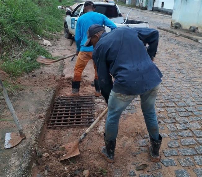 Fonte: #PrefeituradeJitaúna #SecretariadeobraseInfraestrutura #LimpezapublicaUrgente
